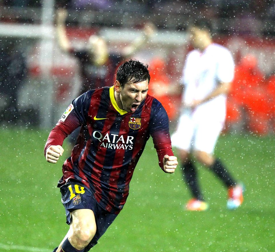 Lionel Messi scores for Barca